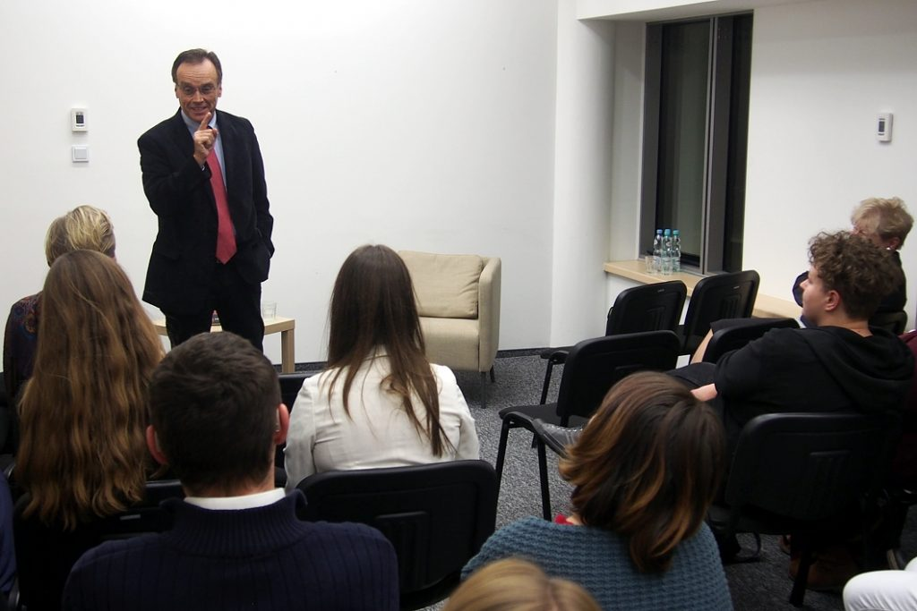 Andrew Nagorski odwiedził Szkołę Edukacji PAFW i UW