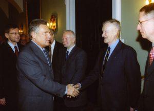 Prezydent Aleksander Kwaśniewski z Radą Dyrektorów Fundacji