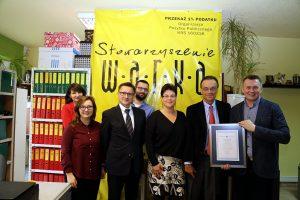 Andrew Nagorski i Grzegorz Jędrys z członkami Stowarszyszenia W.A.R.K.A.