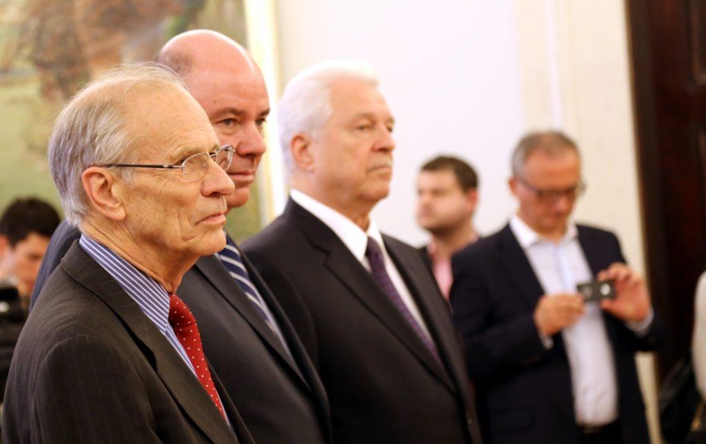 Joseph C. Bell, C. Douglas Ades i Norman E. Haslun III uhonorowani odznaczeniami za wspieranie polskich przemian