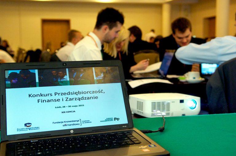 """Studenci z Krakowa i Wrocławia najlepsi w konkursie """"Przedsiębiorczość, Finanse i Zarządzanie"""""""