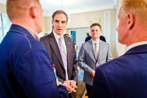 Liderzy PAFW z Ambasadorem USA Paulem W. Jonesem