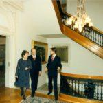Sekretarz obrony William Perry, pani Perry, ambasador Jerzy Koźmiński – Ambasada RP w Waszyngtonie, 1996