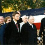Prezes KPA Edward Moskal, ambasador Jerzy Koźmiński – Arlington, 1995