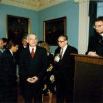 Premier Jerzy Buzek, profesor Jan Karski, generał Edward Rowny, ambasador Jerzy Koźmiński – Ambasada RP w Waszyngtonie, 1998